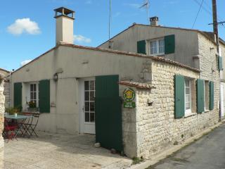 Maison de charme, village calme, 300 m de la mer