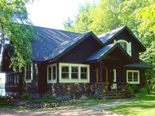 Vintage Northwoods Lodge with Charm & Comfort, Hayward
