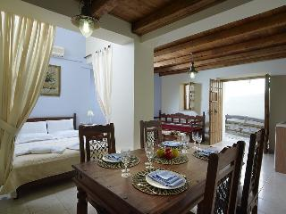 Traditional Luxury Apartment, Choudetsi