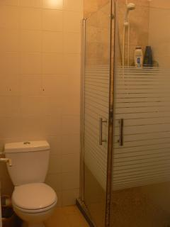 Studio Apt - bathroom