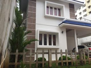 Three bedroom villa, ac, pool, security, park,