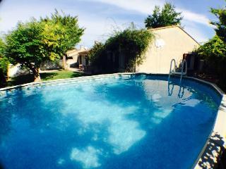 les cytises maison en provence avec piscine