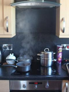 4 ring cooker in modern kitchen