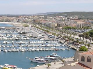 ON THE SEA IN THE CENTER OF 10 GUESTS WITH WONDERFUL PANORAMA ON THE GOLF WIFI
