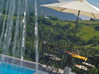 Private Villa,10 sleeps, pool, wi-fi,mountain view, Serravalle di Carda