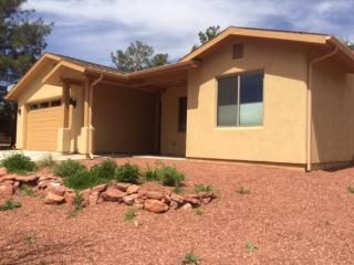 New modern home close to hiking located in Village of Oak Creek 3 Bedroom 2 Bathroom HORSE CANYON - S049
