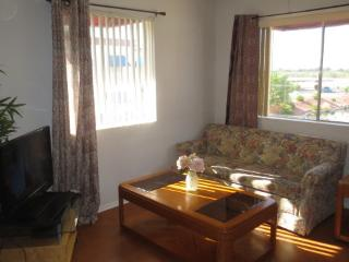 AFFORDABLE 1 BEDROOM + DEN, GOLF, HEATED POOL/SPA, Surprise