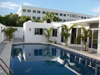 casa blanca de playa / playa's  white house