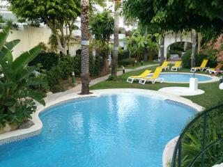 Three bedroom seaside apt, Golden Beach, Marbella