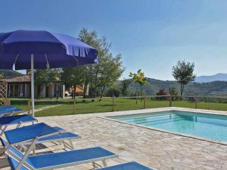 Private villa,11 sleeps, pool, pet-friendly, wi-fi, Fermignano