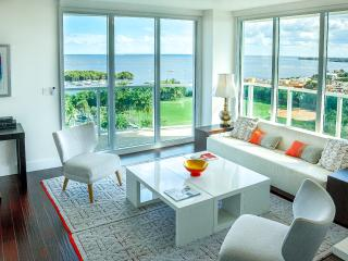 2BR/2.5BA BAY & ISLANDS VIEW!! Sonesta Coconut Grove, FREE Pool, WIFI, parking.