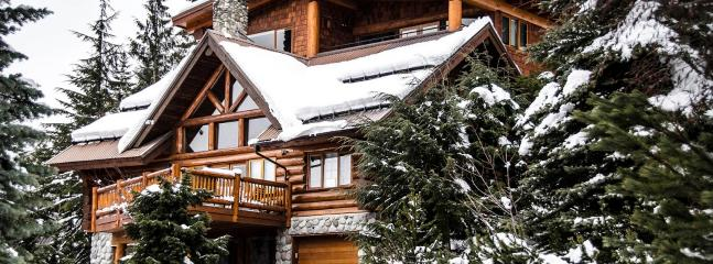Large and Luxurious Log Chalet (Ski/in Ski/out), Whistler