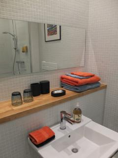 Le Platane de la Canourgue salle de douche