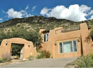 5 BDR, Gorgeous Adobe, Spectacular Setting w/Views, Albuquerque