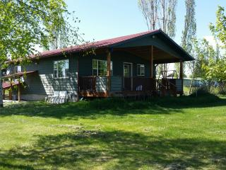 Spacious country cottage,  sleeps 4+, Kalispell