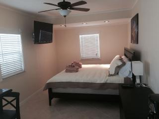 Large room with bathroom and private entrance, Palm Beach Gardens