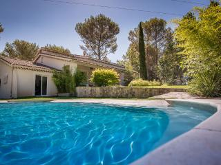 Provençal villa with pool and gardens, Ventabren