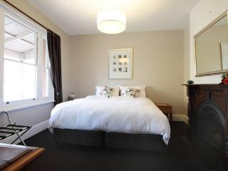 MAIN BEDROOM - WITH ENSUITE