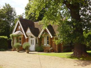 Gorgeous Country Cottage beside Windsor Great Park & overlooking Windsor Castle