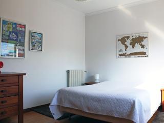 Room near Oporto and the beach, with swimming pool, Vila Nova de Gaia