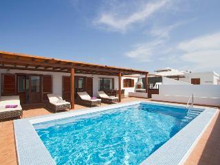 Villa Andres, 3 bedroom & heated pool Playa Blanca