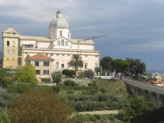 Prestigioso attiico  vista mare-monti a B.Castello, Loano