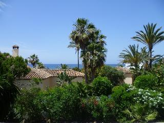CUTEST BEACH VILLA – 30 M TO BEACH, Marbella