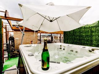 280m2 Lux 5Bedroom Ap. Jacuzzi; Sauna; A/C; WI-FI, Budapest