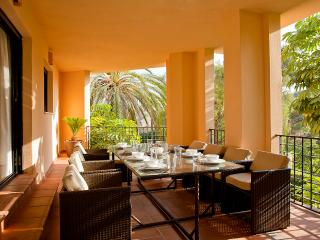 Apartment for 8 by the beach at Puerto Banús, Marbella