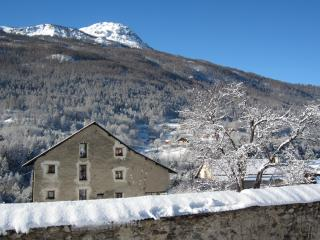 Snowgums - magnificent renovated chalet for 10+, Briancon