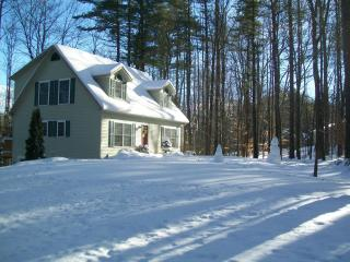 Gilford N.H. Private beach and close to skiing  Gunstock mountain- Restaurants-Shopping Malls- sleeps 10
