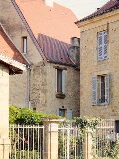 House (centre)