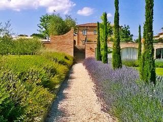 La Fiorita Farmhouse in Cortona,Apartment Tulipano