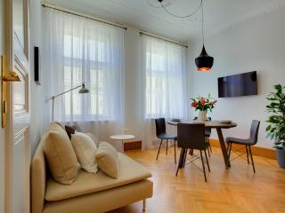 Two-Bedroom Art Nouveau Apartment, Praga