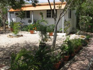 Beautiful apartment in tropical garden, Oranjestad