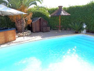 French villa rentals with private pool, Roujan