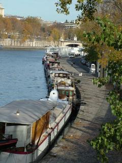 Port de Suffren from the Bir-Hakeim Bridge