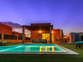 Villa Lucuma - Direct Golf/Ocean View, Heated Pool, Caleta de Fuste
