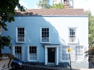 A Beautiful 7 bedroom Georgian Guest House in Colchester Town Centre