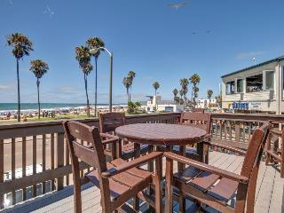 Combined pier front units with 2 decks & accommodations for dogs!, San Diego