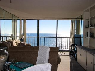 Oceanfront with oceanview balcony, shared pool/hot tub!, San Diego