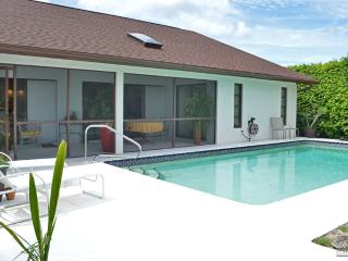 Completey renovated waterfront pool home with direct Gulf access, Nápoles