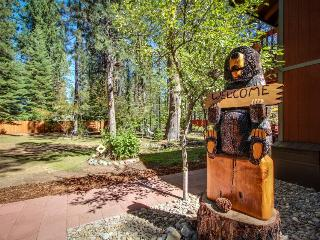 Cozy home with a private hot tub, sauna & pool table - magical inside & out!, South Lake Tahoe
