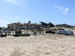 Next to Dunes SVRA beach access, shared hot tub/BBQ patio