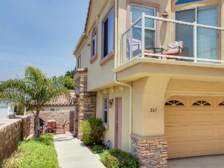Oceanview getaway one block from the beach - shops & dining nearby!
