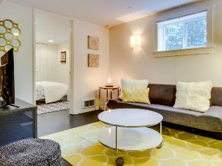 Stylish condo, south of great Capitol Hill eateries & bars!