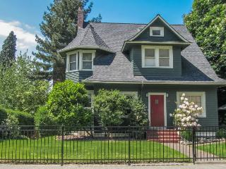 Short walk from Convention Center, Pike/Pine & Capitol Hill!, Seattle