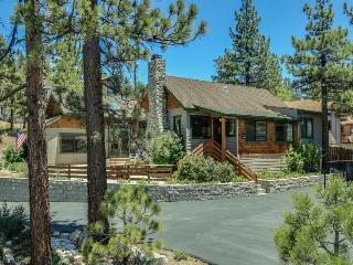 Rustic and inviting lake home in convenient location just steps from marina, Fawnskin
