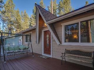 Comfortable dog-friendly mountain home w/ 2 fireplaces, backyard, & pool table!, Big Bear Region