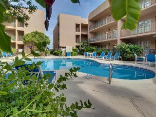 First-floor condo w/shared pool & hot tub - walk one block to beach!
